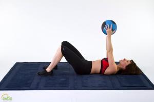 mb53_medicine_ball_workouts_crunch_medicine_ball2